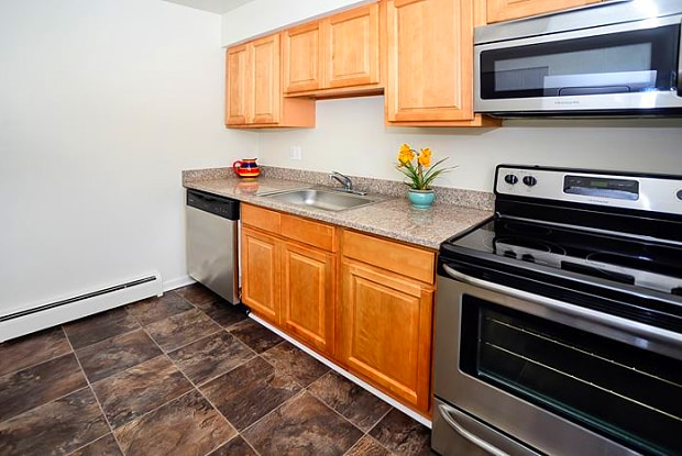 Roberts Mill Apartments & Townhomes - 165 Great Rd, Cherry Hill Mall, NJ 08052
