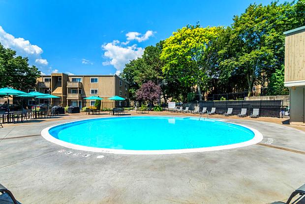 Willowbrook Apartments - 825 Pontiac Ave, Cranston, RI 02910