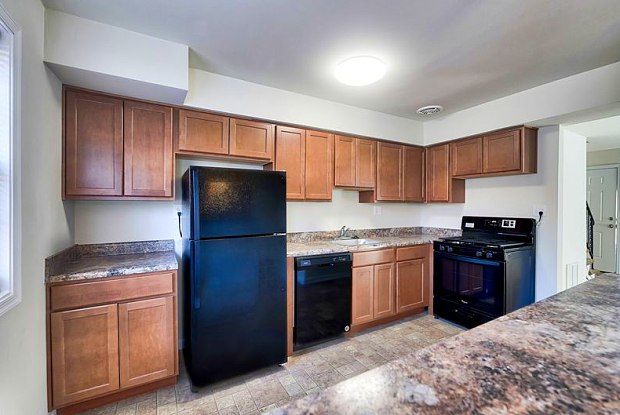 Williston Apartments & Townhomes - 5364 Jamestowne Court, Baltimore, MD 21229