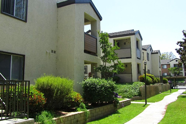 Lincoln Park Apartments - 1261 Ryan Ln, Corona, CA 92882