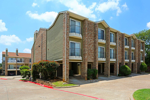 The Brownstone Lofts & Townhomes - 400 Pecan Bend Dr, Bedford, TX 76022