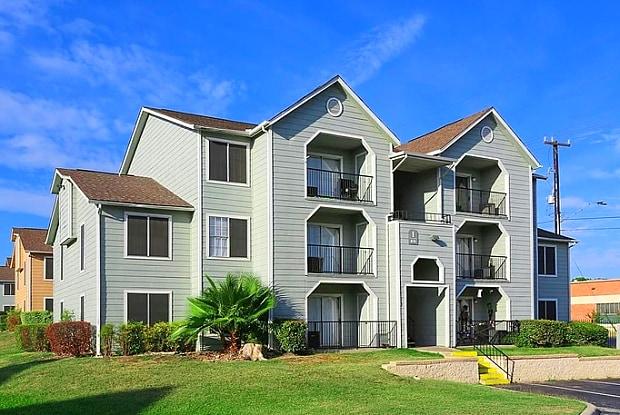 Viva Max - 3631 Callaghan Rd, San Antonio, TX 78238