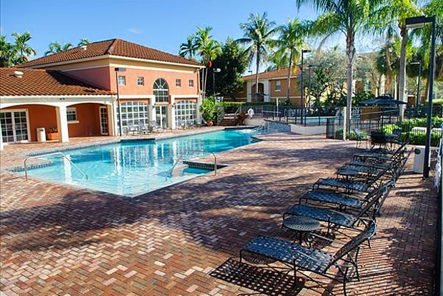Gatehouse at Pine Lake - 8530 SW 1st St, Pembroke Pines, FL 33025
