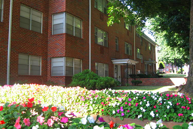 The Roanoke Apartments - 1015 W 41st Pl, Kansas City, MO 64111