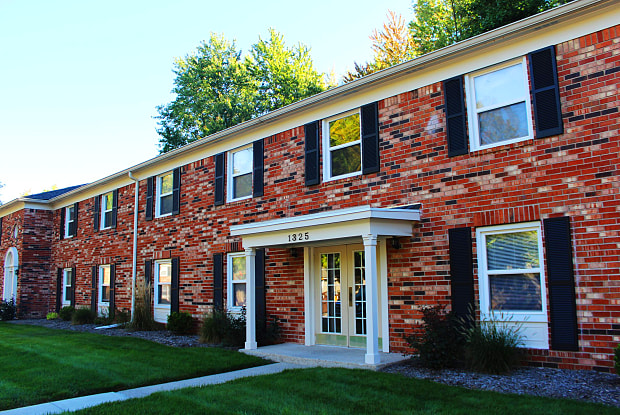 Hampton Court Apartments of Indianapolis - 1329 W 75th Ct, Indianapolis, IN 46260