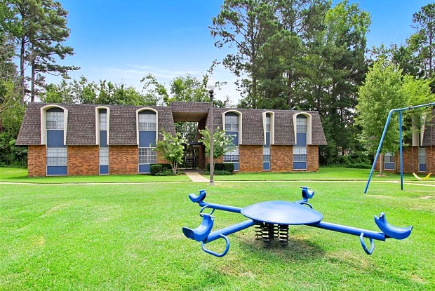 Oak Manor - 200 N Hills St, Meridian, MS 39305