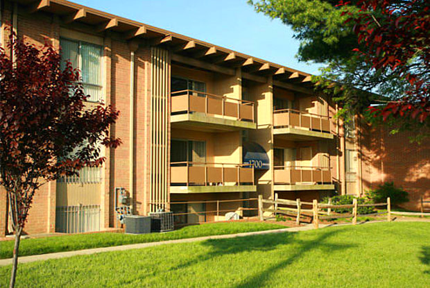 Lansdowne Village Apartments - 1720 Brightseat Rd, Landover, MD 20785