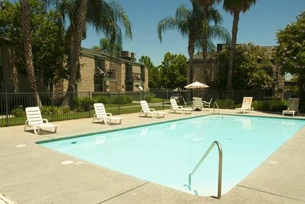 San Tropez - 5270 N San Pablo Ave, Fresno, CA 93704