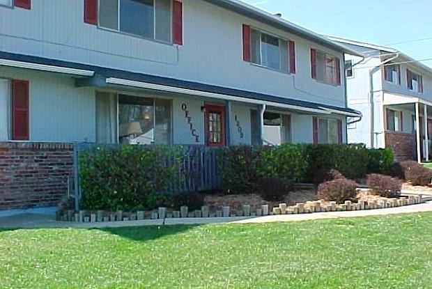 Bluestem - 1309 E 11th Ave, Emporia, KS 66801