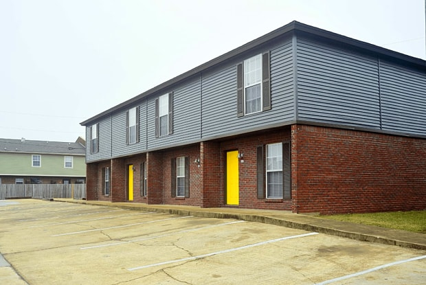 Block Townhomes - 625 South Montgomery Street, Starkville, MS 39759