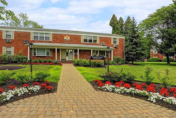 Eatoncrest - 180 Eatoncrest Dr, Eatontown, NJ 07724