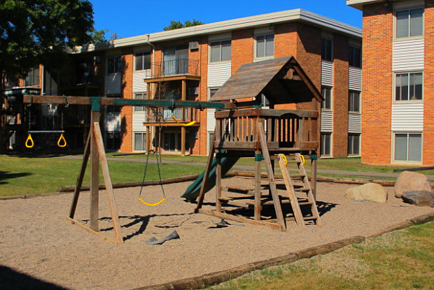 Parkview Apts. - 1244 Hazelwood St, St. Paul, MN 55106