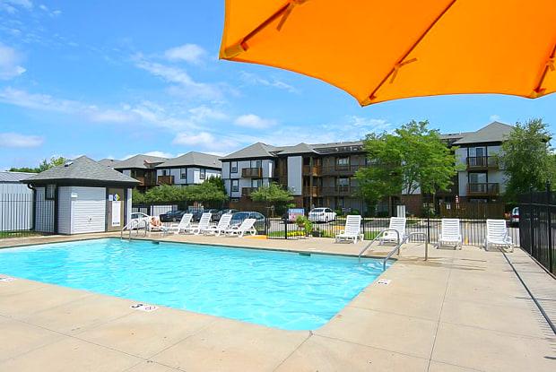 Alexandra Apartments - 4419 1st Ave SW, Cedar Rapids, IA 52405