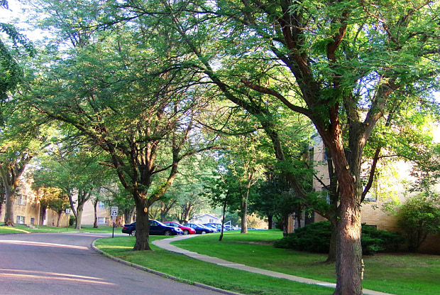 Valley Park Apartments - 2951 Park Ave, Sioux City, IA 51104