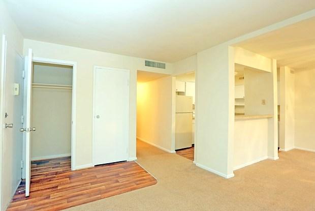 Woodberry Forest Apartments - 914 S Oriole Cir, Virginia Beach, VA 23451