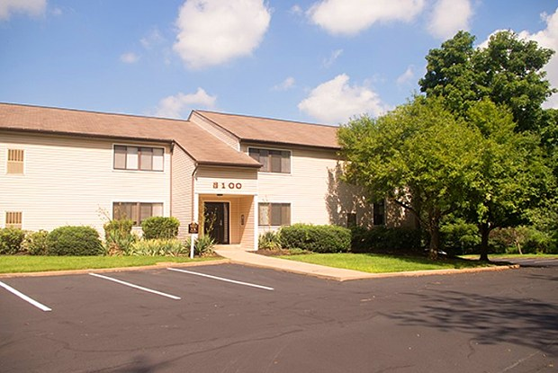 Squires Manor Apartments - 7000 Squires Manor Ln, South Park Township, PA 15129