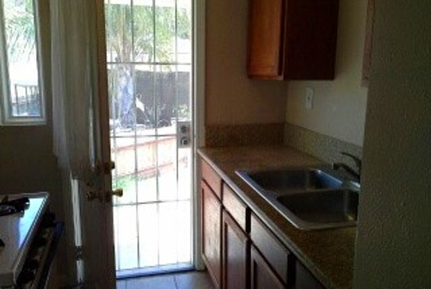 Auburn Apartments - 4986 Auburn Dr, San Diego, CA 92105