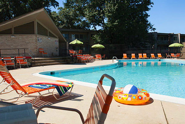 Riverside Plaza Apartments - 6253 Oxon Hill Rd, Oxon Hill, MD 20745