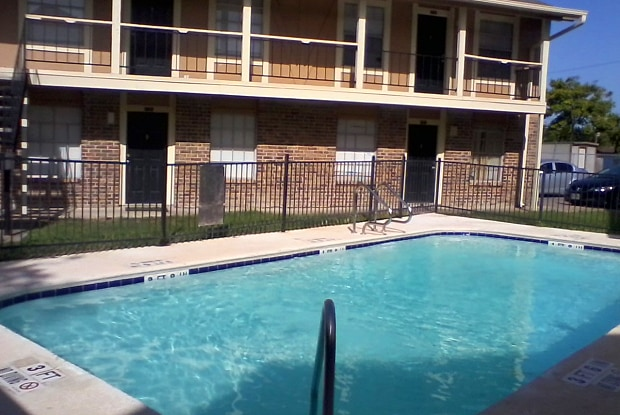 Woodbury Place Apartments - 802 Barry St, Corpus Christi, TX 78411