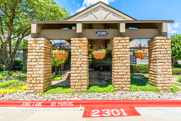 Summerstone Apartment Homes - 2301 L Don Dodson Dr, Bedford, TX 76021