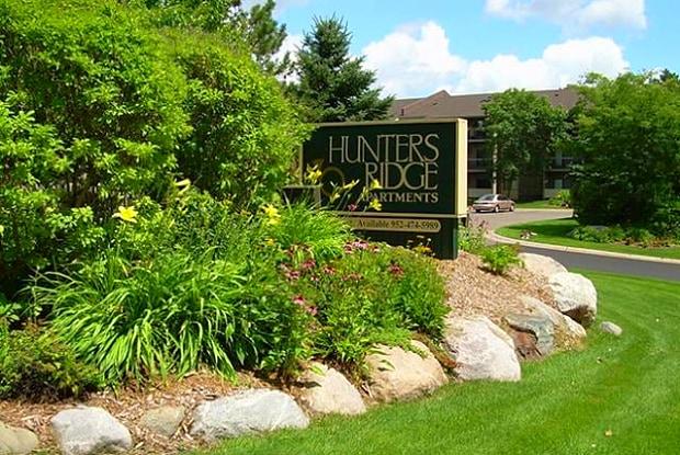Hunters Ridge - 19000 Stratford Rd, Minnetonka, MN 55345