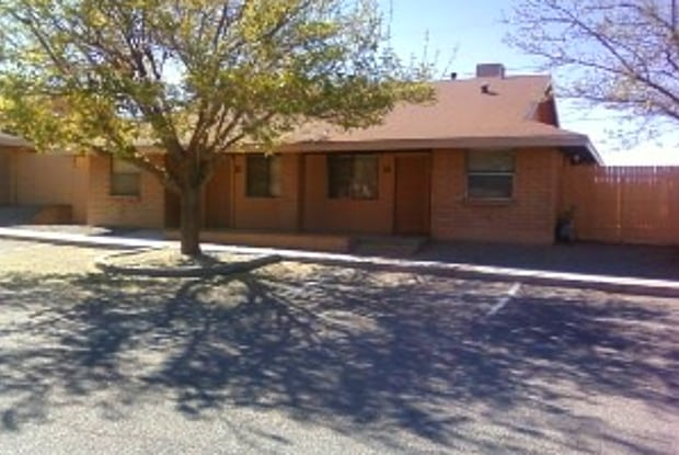 Los Arcos - 200 Moonglow St, Alamogordo, NM 88310