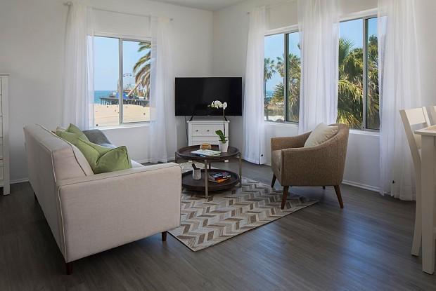Ocean Front Lodge - 1659 Ocean Front Walk, Santa Monica, CA 90401