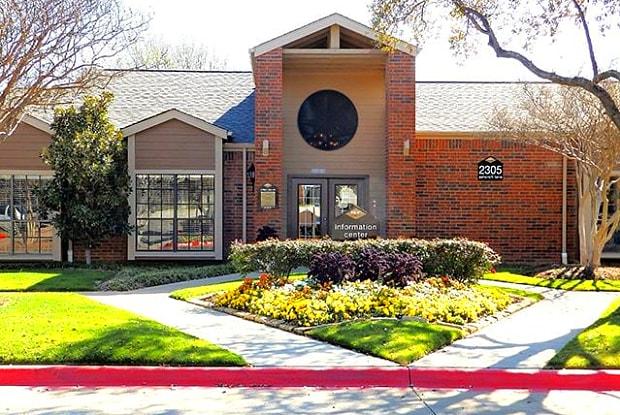 Aspen Court - 2305 Ashcroft Ln, Arlington, TX 76006