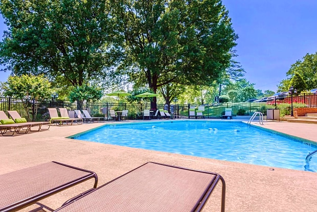 Nob Hill Apartments - 180 Wallace Rd, Nashville, TN 37211
