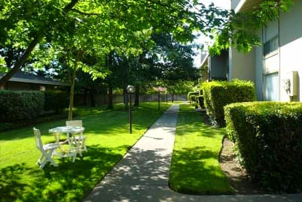 River Cove Apartments - 6290 Fennwood Ct, Sacramento, CA 95831