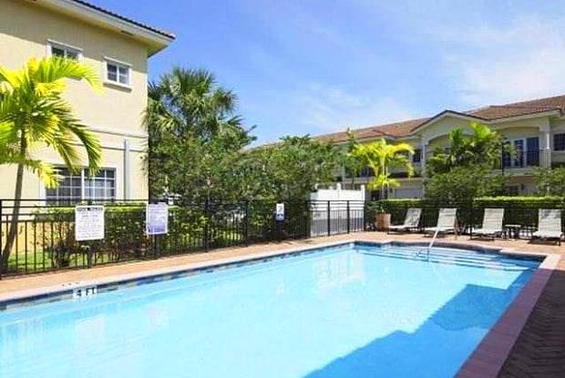 Royal Oaks - 3200 Stirling Rd, Hollywood, FL 33021