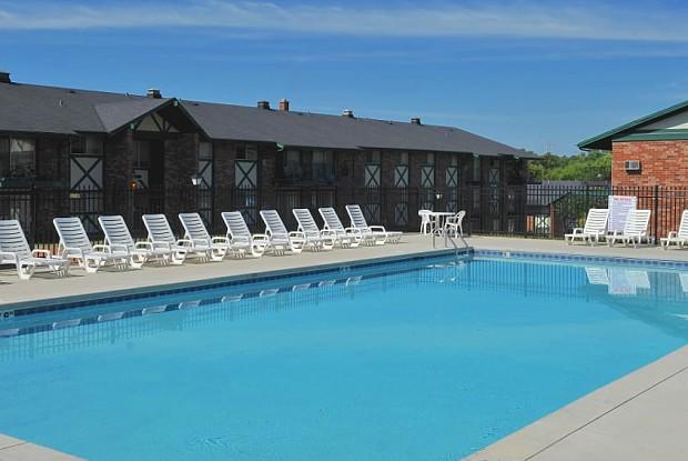 Piccadilly Apartments - 10137 W Coldspring Rd, Greenfield, WI 53228