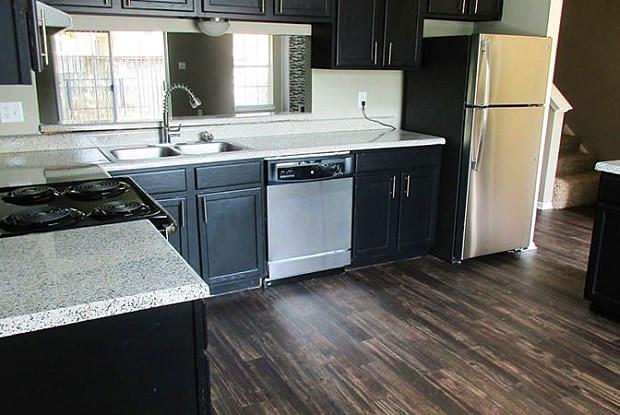 Park City Townhomes - 2900 Matlock Rd, Arlington, TX 76015