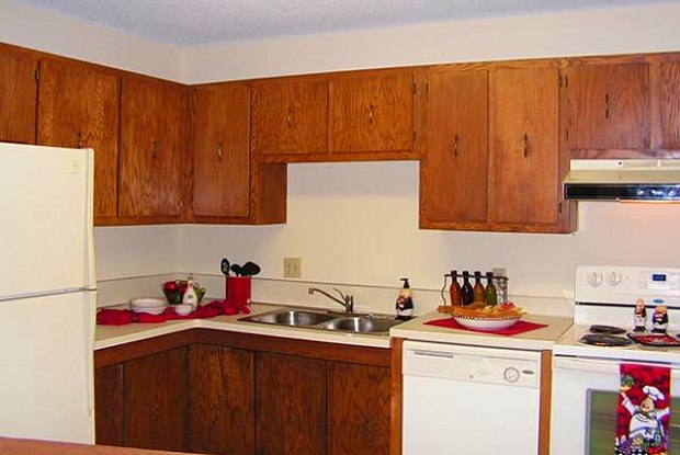 Valley Creek West - 1370 Douglas Dr N, Golden Valley, MN 55422
