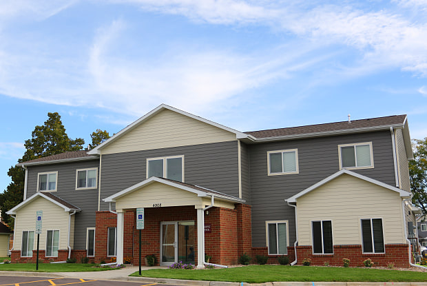 Windsor Heights Apartments - 4908 West Saint James Drive, Sioux Falls, SD 57106