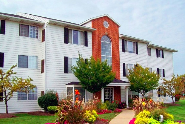 Cambridge Court Apartments - 14909 Hummel Rd, Brook Park, OH 44142