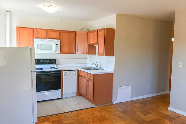 3553 N Oakland Ave - 3553 North Oakland Avenue, Shorewood, WI 53211