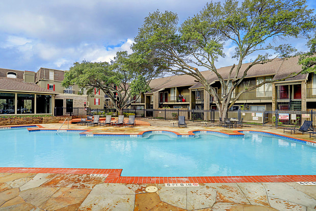 Woodlake Townhomes - 2600 Westerland Dr, Houston, TX 77063
