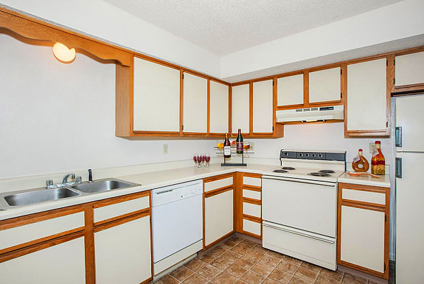 Millcreek Woods - 1711 North Ridgeview Road, Olathe, KS 66061