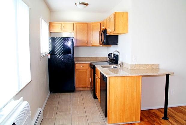 Oakley Apartments - 2955 Madison Road, Cincinnati, OH 45209