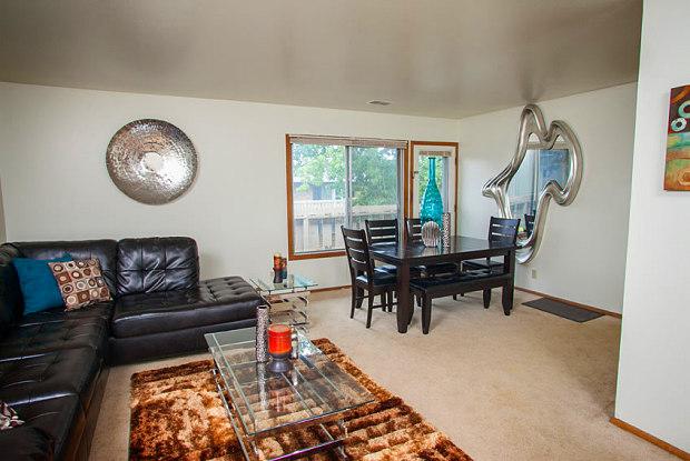 Lakeshore Village - 4024 N Main St, Racine, WI 53402