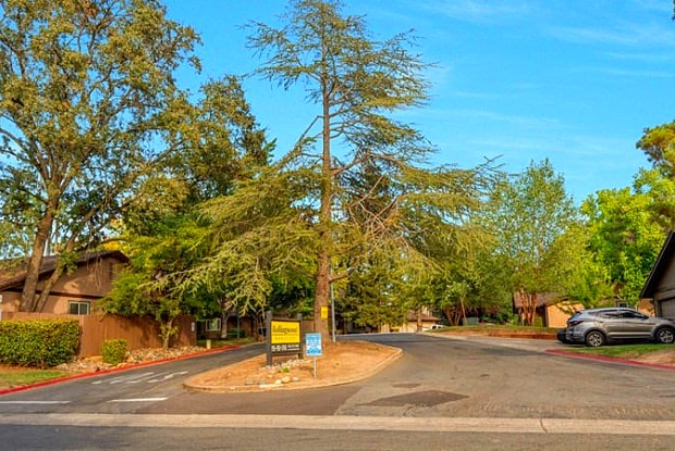 Rollingwood Duplex Homes - 9364 Ridgeside Ln, Orangevale, CA 95662