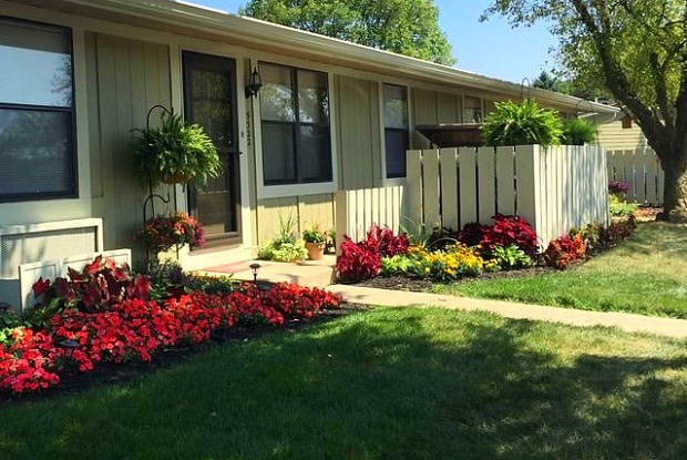 Cambridge Commons - 4959 Oakhurst Dr, Indianapolis, IN 46254