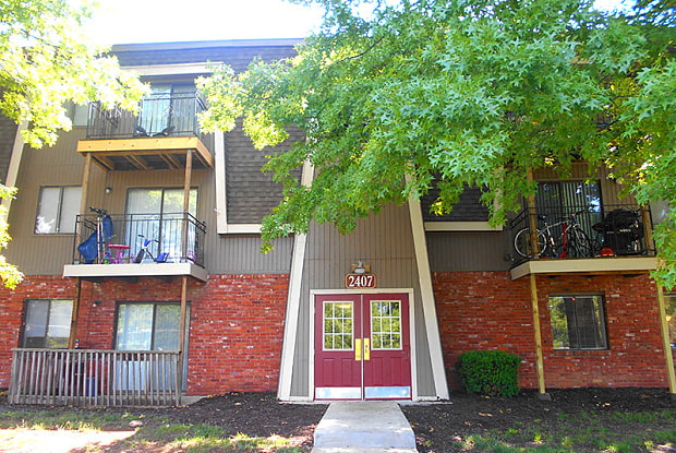 Northpark Court - 2407 Northeast 43rd Street, Kansas City, MO 64116