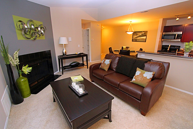 Windsor Estate Apartments - 232 Butterfield Dr, Bloomingdale, IL 60108