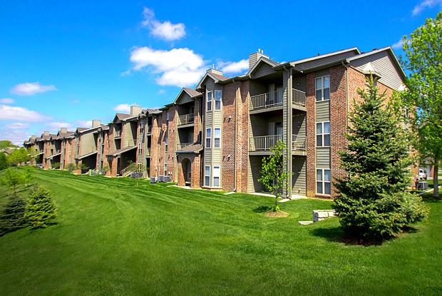 Whispering Hills - 2510 N 109th Plz, Omaha, NE 68164