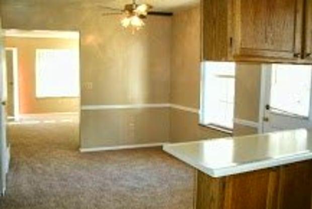 Colony Court - 5804 NE 41st St, Kansas City, MO 64117
