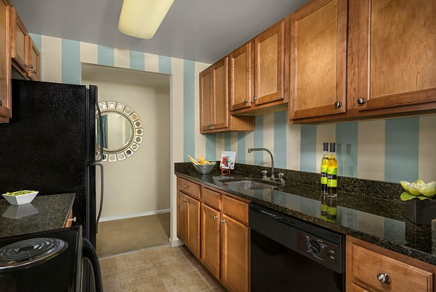 Colvin Woods Apartments - 11012 Becontree Lake Dr, Reston, VA 20190