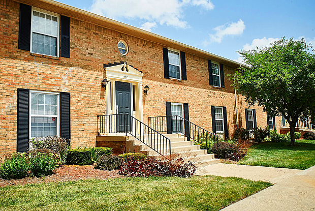 Ashmore Trace Apartments of Greenwood - 902 Wallington Cir, Greenwood, IN 46143
