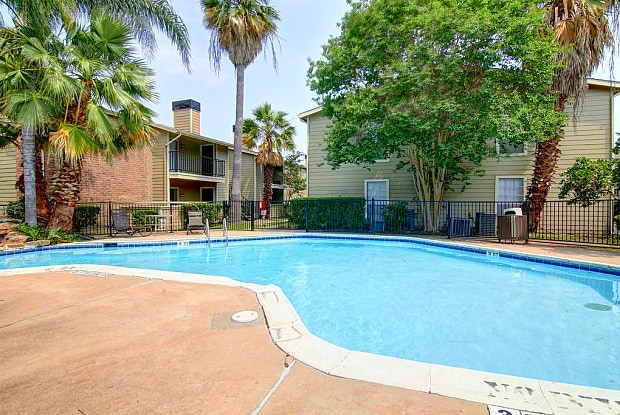 Wyndham Oaks - 2410 S Kirkwood Rd, Houston, TX 77077